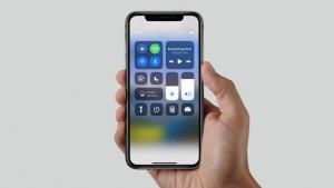 Das iPhone X liegt sehr gut in der Hand