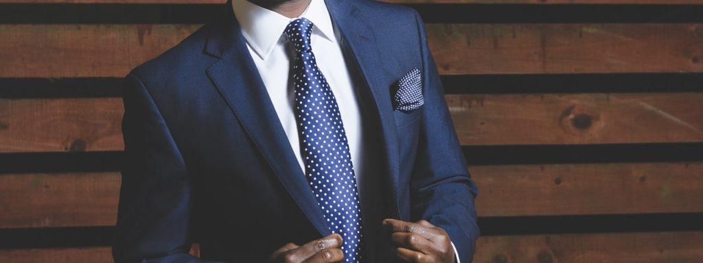 blauer anzug was kombinieren