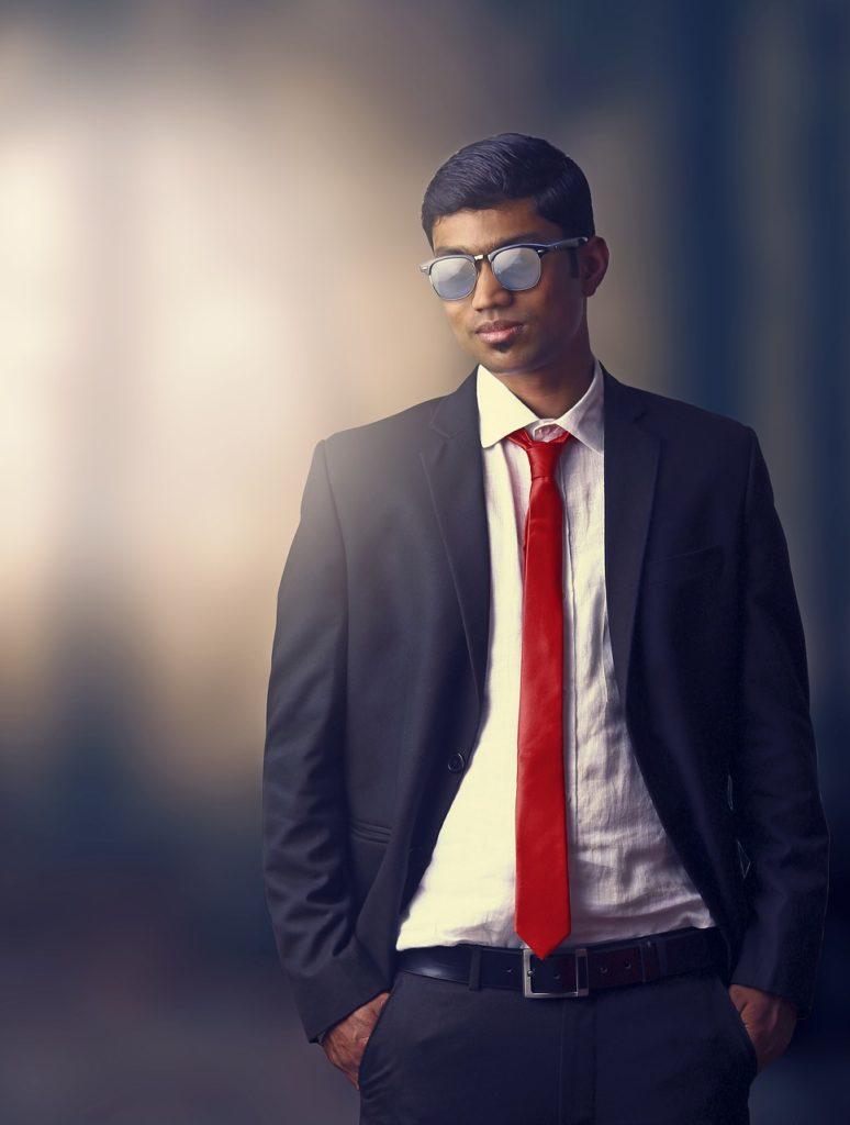 rote Krawatte blaue Anzug